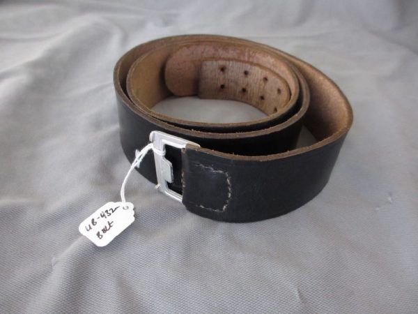 Heer black leather belt.